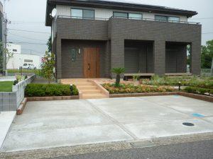階段とスロープのある、緑あふれるオープンエクステリアの施工例を追加しました。の画像
