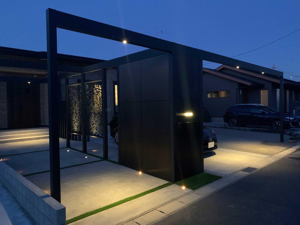 フレームで構成された、駐車場とアプローチの施工例を追加しました。の画像